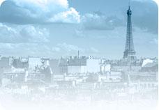 Vue sur les toits de Paris et la Tour Eiffel.