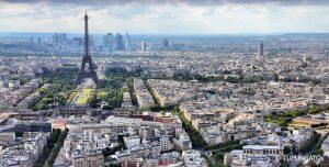 Vue aérienne sur Paris et la Tour Eiffel